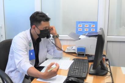 Tư vấn qua điện thoại với bác sĩ Bệnh viện Bình Dân