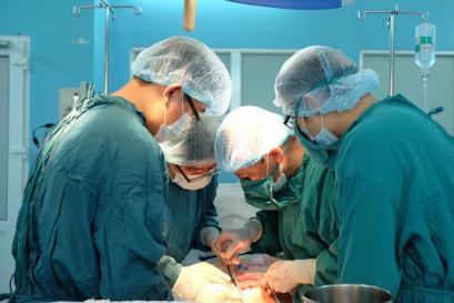 Phẫu thuật bướu mô đệm đường tiêu hóa khổng lồ cho bệnh nhân